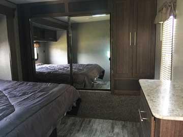 340RS-bedroom-1