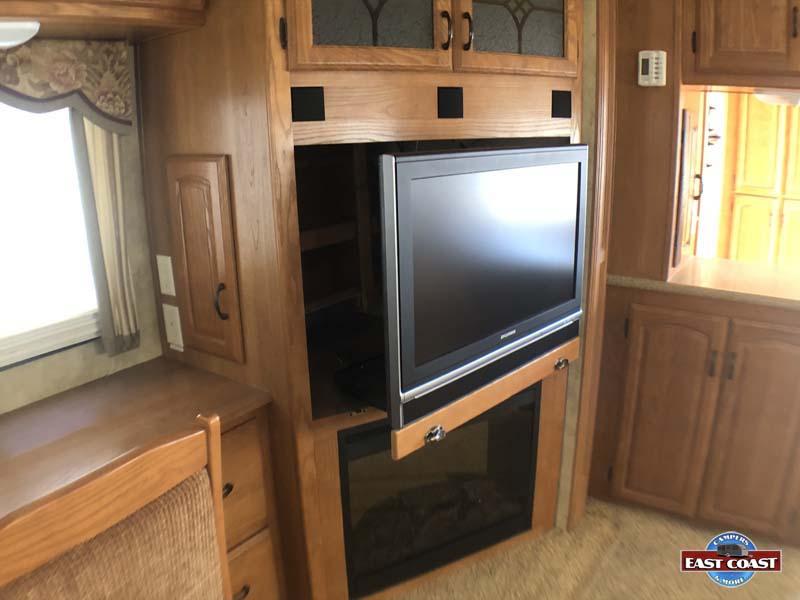 2009 Montana 3400RL IMG_8531