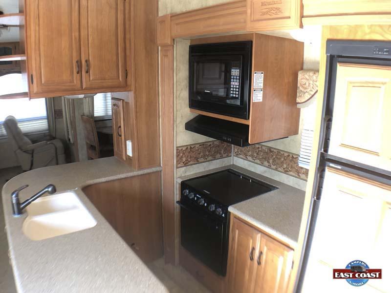 2009 Montana 3400RL IMG_8532