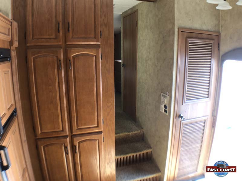 2009 Montana 3400RL IMG_8535